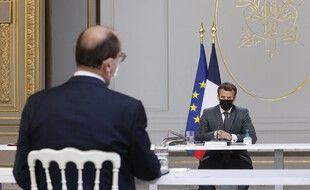 Emmanuel Macron aurait quelques envies de changer des ministres après la débâcle aux Régionales