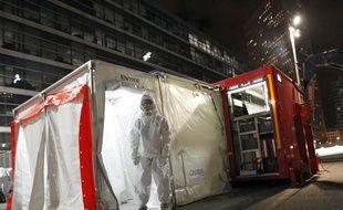 Un exercice de contamination chimique à La Défense, le 19 novembre 2011.