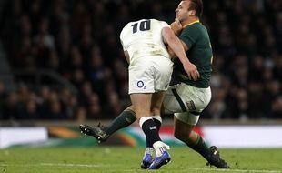 Exemple d'un plaquage à l'épaule d'un Anglais sur un joueur Sud-Africain lors d'un test-match.