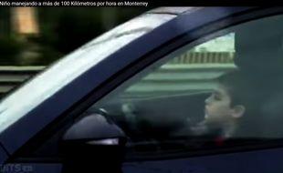 Un enfant a été filmé conduisant à 100 km/h sur l'autoroute