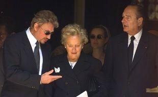 Johnny avec Bernadette et Jacques Chirac à Paris, le 25 juin 1999.