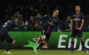 La joie de Cavani après avoir marqué le 2e but du PSG contre Chelsea (2-1) en 8e de finale de Ligue des champions, le 16 février 2016.
