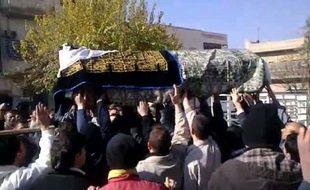 """Trente-quatre Syriens enlevés lundi par des """"Shabiha"""", des miliciens pro-régime, ont été retrouvés morts dans la ville de Homs (centre), a indiqué l'Observatoire syrien des droits de l'Homme (OSDH)."""