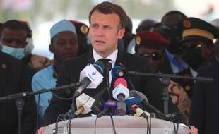 En déplacement au Tchad, Emmanuel Macron a réagi via Twitter à l'attaque du commissariat de Rambouillet, ce vendredi 23 avril 2021.
