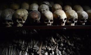 Crânes et restes humains au memorial du genocide de Nyamata, à l'intérieur d'une église catholique, où des milliers de personnes ont été massacrées durant le génocide de 1994 au Rwanda, photo du 4 avril 2014