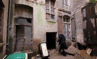 L'arrière d'un immeuble de la rue Le Bastard, principale artère commerçante de Rennes. Le bâtiment devra être entièrement rénové.