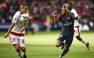 Jérémy Toulalan a souvent été pris à défaut par Neymar.