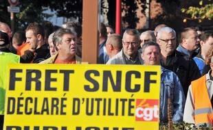 En 2009, cheminots et  élus locaux manifestaient à Somain, pour la défense du fret ferroviaire et contre les menaces de fermeture de la gare de triage de la ville.