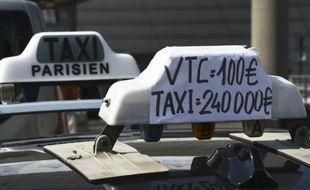 Le ministre de l'Economie Emmanuel Macron va organiser fin août 2015 une table ronde réunissant les représentants des taxis et des voitures de tourisme avec chauffeur (VTC)