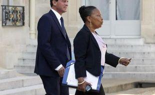 """Après un mois de couacs gouvernementaux autour de la très sensible réforme pénale, François Hollande a annoncé vendredi ses arbitrages, confirmant la création d'une peine de """"contrainte pénale"""" sans prison pour certains délits et la suppression des peines plancher."""