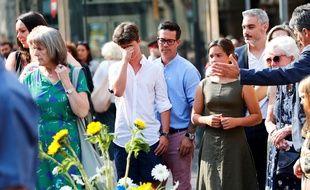 Un hommage aux victimes du double attentat en Catalogne a été rendu, au centre des Ramblas, à Barcelone.