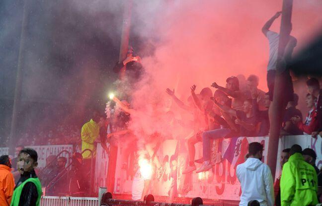 La semaine passée, des supporters lyonnais avaient craqué des fumigènes lors du match amical contre Bourg-en-Bresse (5-1), disputé à Bourgoin-Jallieu (Isère).