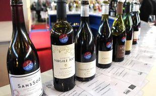 """Des bouteilles de vin bio exposées au salon """"Millesime Bio 2012"""", le 23 janvier 2012 à Montpellier"""