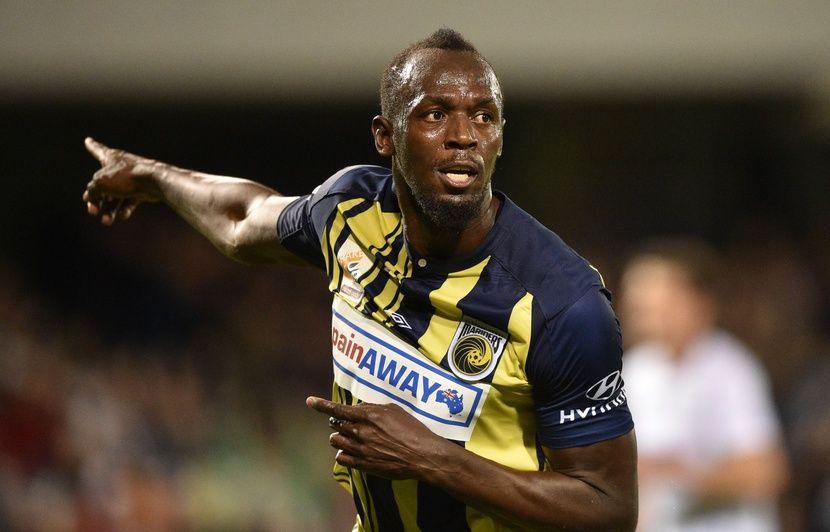 OM: Usain Bolt pose avec le nouveau maillot pour un match de foot