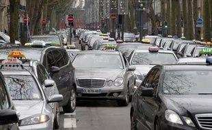 Lille, le 10 janvier 2013. environ 200 chauffeurs de taxis ont manifeste autour et dans la ville contre les nouvelles reglementation en matiere de transports de malades.