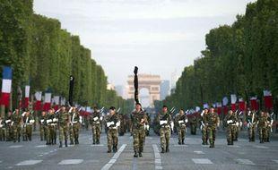 Défilé de militaires sur les Champs-Elysées le 12 juillet 2011, pour la répétition du défilé du 14 juillet.