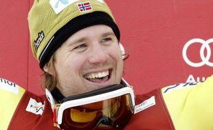 Le Norvégien Kjetil Jansrud a décroché enfin son premier succès en Coupe du monde de ski alpin en enlevant dimanche le deuxième super-G de Kvitfjell, après avoir manqué d'un souffle la victoire lors des deux autres épreuves de vitesse du week-end.