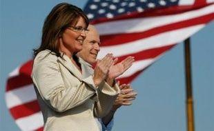 La convention républicaine réunie à St Paul (Minnesota, nord) se trouvait toujours dans l'oeil du cyclone mardi alors que s'accumulent des révélations embarrassantes sur Sarah Palin, la colistière du candidat à la Maison Blanche John McCain.