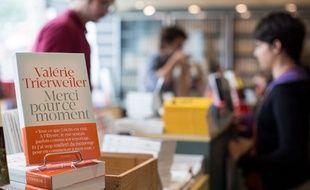 Le nouveau livre de Valérie Trierweiler occupe déjà une bonne partie des librairies.
