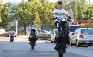 La mairie de Vaulx-en-Velin veut proposer à ses jeunes de rouler sur des circuits homologués afin de lutter contre le phénomène de rodéo urbain (illustration).