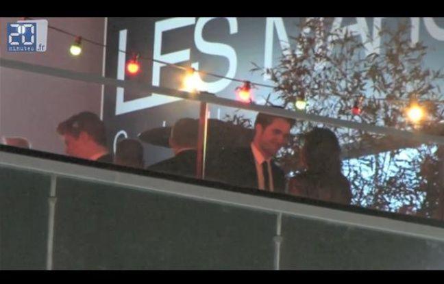 Kristen Stewart et Robert Pattinson s'embrassent à Cannes, le 23 mai 2012.