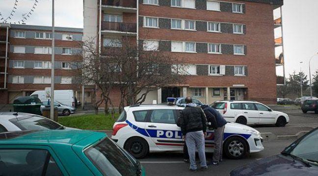 Cite Balagny. Entrée du hall d'immeuble où est décédé un homme de 25 ans durant un contrôle de police (Aulnay-sous-bois en Seine-Saint-Denis le 11 janvier 2012). – A. GELEBART / 20 MINUTES