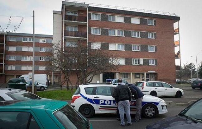 Cite Balagny. Entrée du hall d'immeuble où est décédé un homme de 25 ans durant un contrôle de police (Aulnay-sous-bois en Seine-Saint-Denis le 11 janvier 2012).