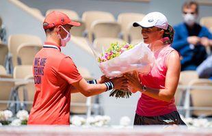 Un bouquet de fleurs pour la Polonaise Iga Swiatek le jour de son anniversaire, à Roland-Garros, Paris, le 31mai 2021.