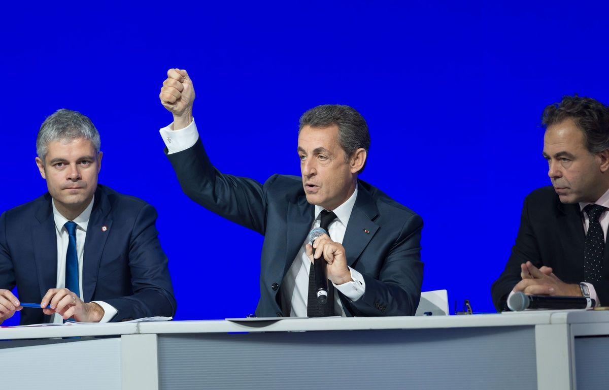 Laurent Wauquiez, Nicolas Sarkozy et Luc Chatel durant le Conseil national du parti Les Républicains, le 14 février 2016 à Paris. –  WITT/SIPA