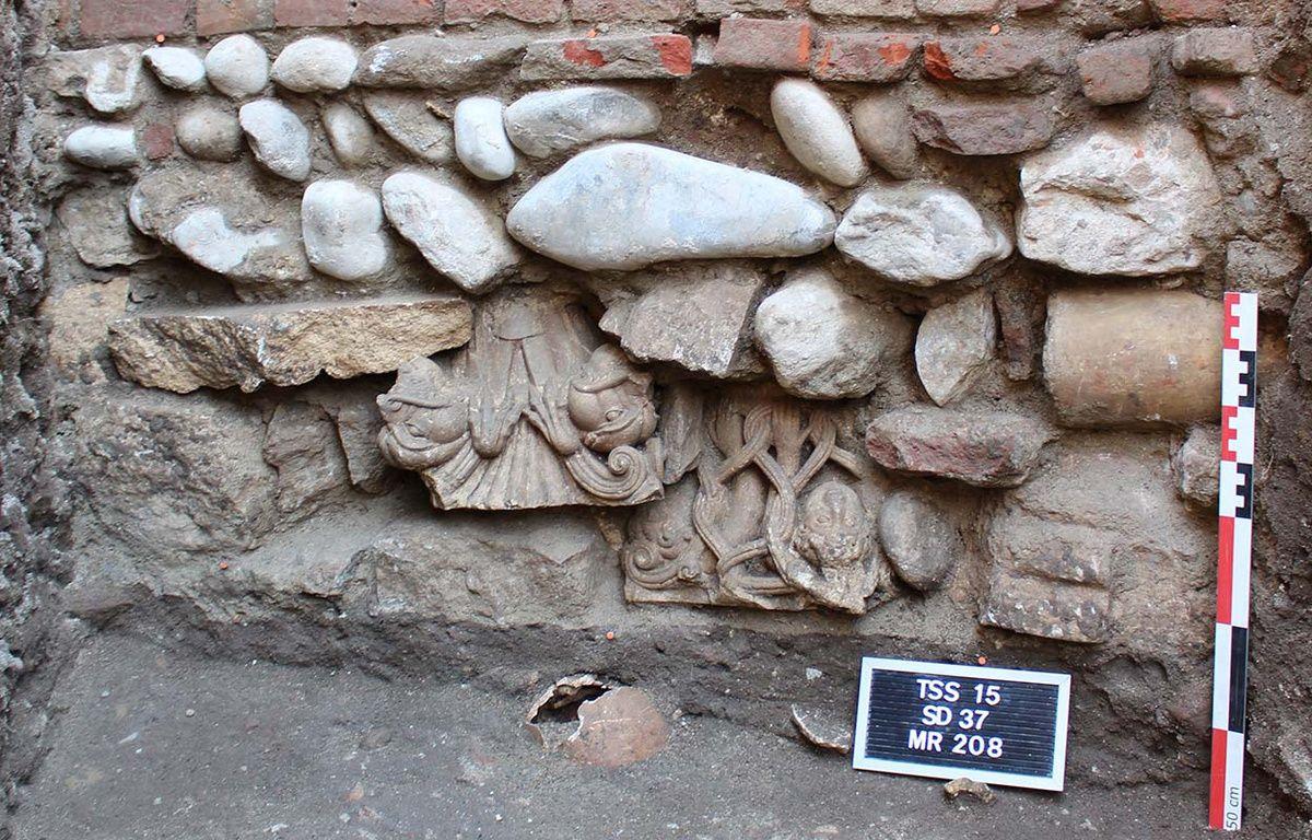 Les deux chapiteaux romans du XIIe siècle retrouvés lors des fouilles de la place Saint-Sernin à Toulouse. – Toulouse Métropole