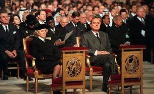 Le 11 janvier 1996, Jacques Chirac et Bernadette Chirac participent à l'hommage rendu à Notre-Dame à François Mitterrand.