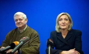Marine Le Pen et Bruno Gollnisch assistent aux voeux du futur ex-leader du Front national, Jean-Marie Le Pen, le 6 janvier 2011 à Nanterre.