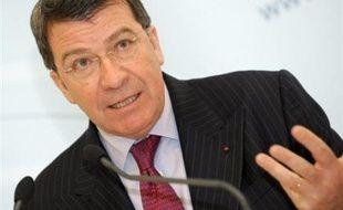 Le ministre de l'Education nationale, Xavier Darcos, a déclaré lundi sur Europe 1 qu'il ne consulterait pas les syndicats sur la question du service minimum d'accueil (SM