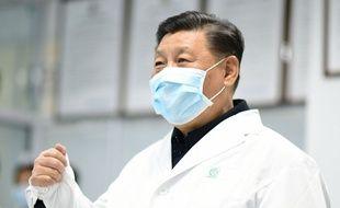 Le numéro un chinois Xi Jinping en visite dans un hôpital à Pékin, en Chine, le 10 février 2020.