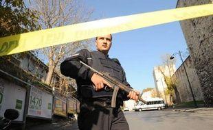 La voiture avec laquelle l'homme armé qui a ouvert le feu mercredi dans un quartier historique et touristique d'Istanbul est arrivé sur les lieux de son acte est immatriculée en Syrie, a affirmé le ministre turc de l'Intérieur, Idris Naim Sahin, cité par l'agence de presse Anatolie.