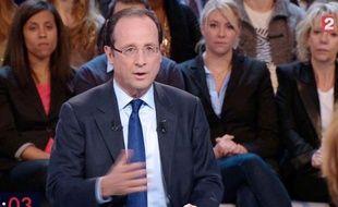 """François Hollande (PS) s'est appliqué jeudi à asseoir sa crédibilité de candidat à l'Elysée en affirmant que toutes les mesures de son programme, dont il a donné un chiffrage précis, étaient """"intégralement financées"""" et seraient """"appliquées dans le quinquennat""""."""