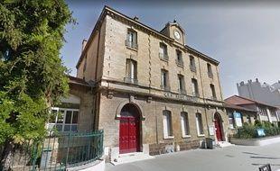 Les 650 collégiens de Saint-Exupéry à Vincennes vont devoir déménager après la découverte de traces de solvants chlorés dans l'établissement