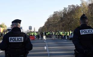 Mobilisation des «gilets jaunes» sur l'A2, au niveau d'Haulchin, près de Valenciennes, dans le Nord, le 17 novembre 2018.