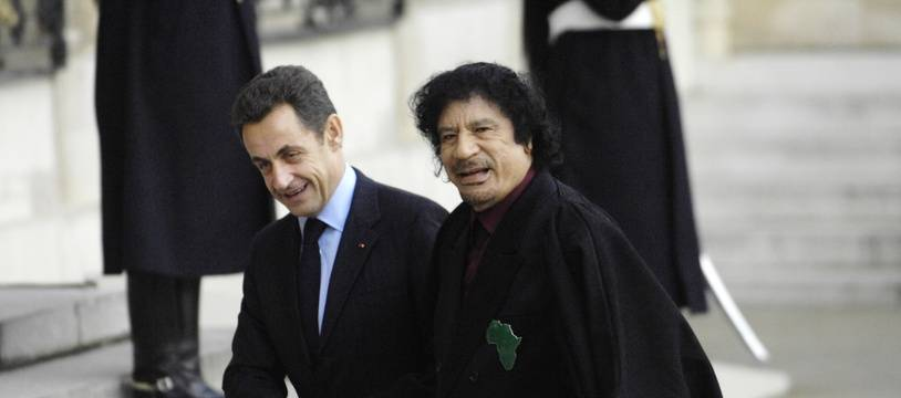 Nicolas Sarkozy et  Mouammar Kadhafi en décembre 2007.