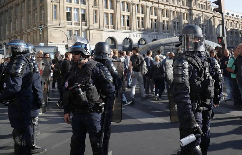 Manifestations à Paris EN DIRECT : 39 interpellations à Paris… Les forces de l'ordre se massent sur les Champs Elysées…