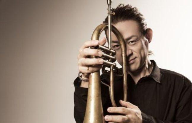 Le chanteur et trompettiste de Jazz, Toku