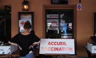 Un centre de vaccination dans un bar à Nice.