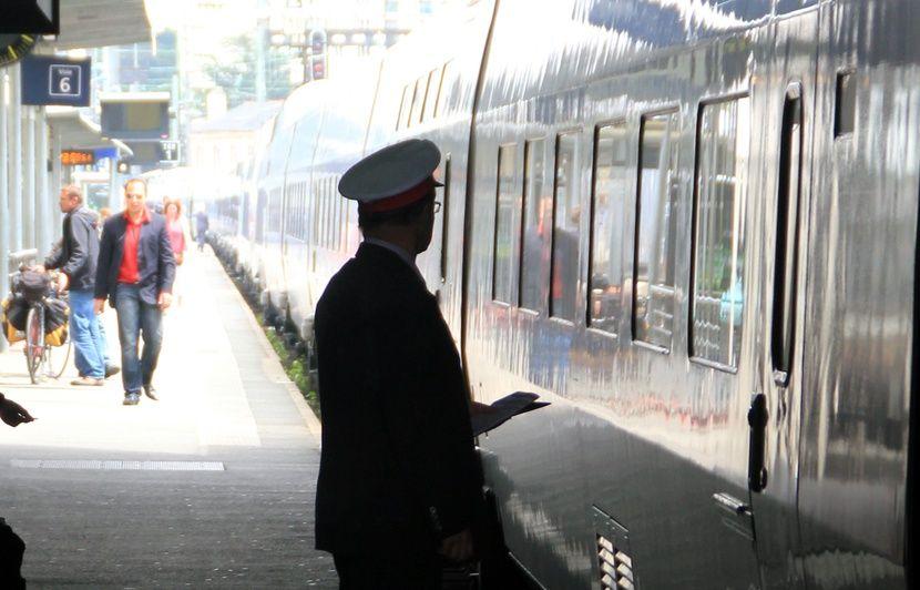279ff1fd87e Grève à la SNCF  «Que le service minimum soit respecté»