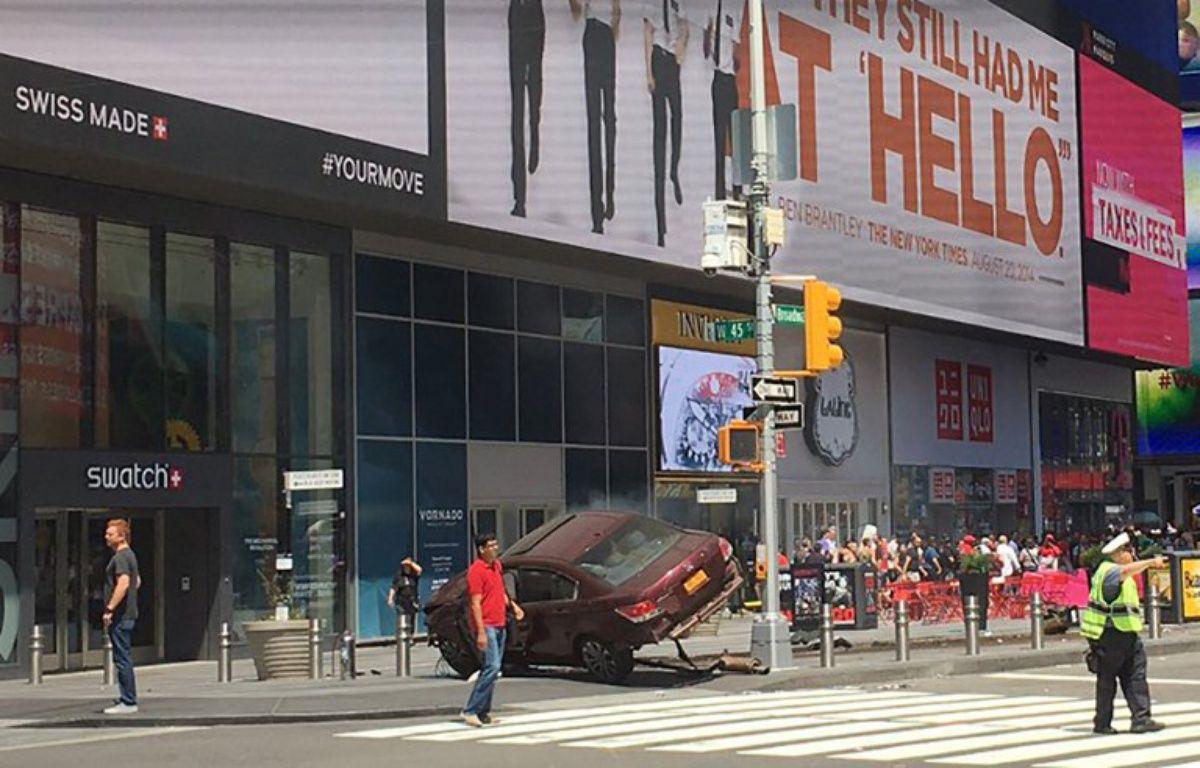 Une voiture renverse des piétons à Times Square, des blessés – JOSH SILVERMANN / TWITTER / AFP