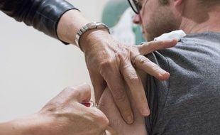 Si la campagneannuelle de vaccination contre la grippe cible les plus de 65 ans et lespersonnes à risques, des adultes en bonne santé âgés de20 à 60 ans font aussi le choix de se vacciner pour se prémunir du virus.