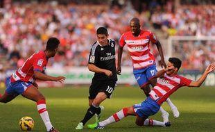 Le milieu de terrain de Grenade Abdou Sissoko contre le Real Madrid de James Rodriguez, le 1er novembre 2014.