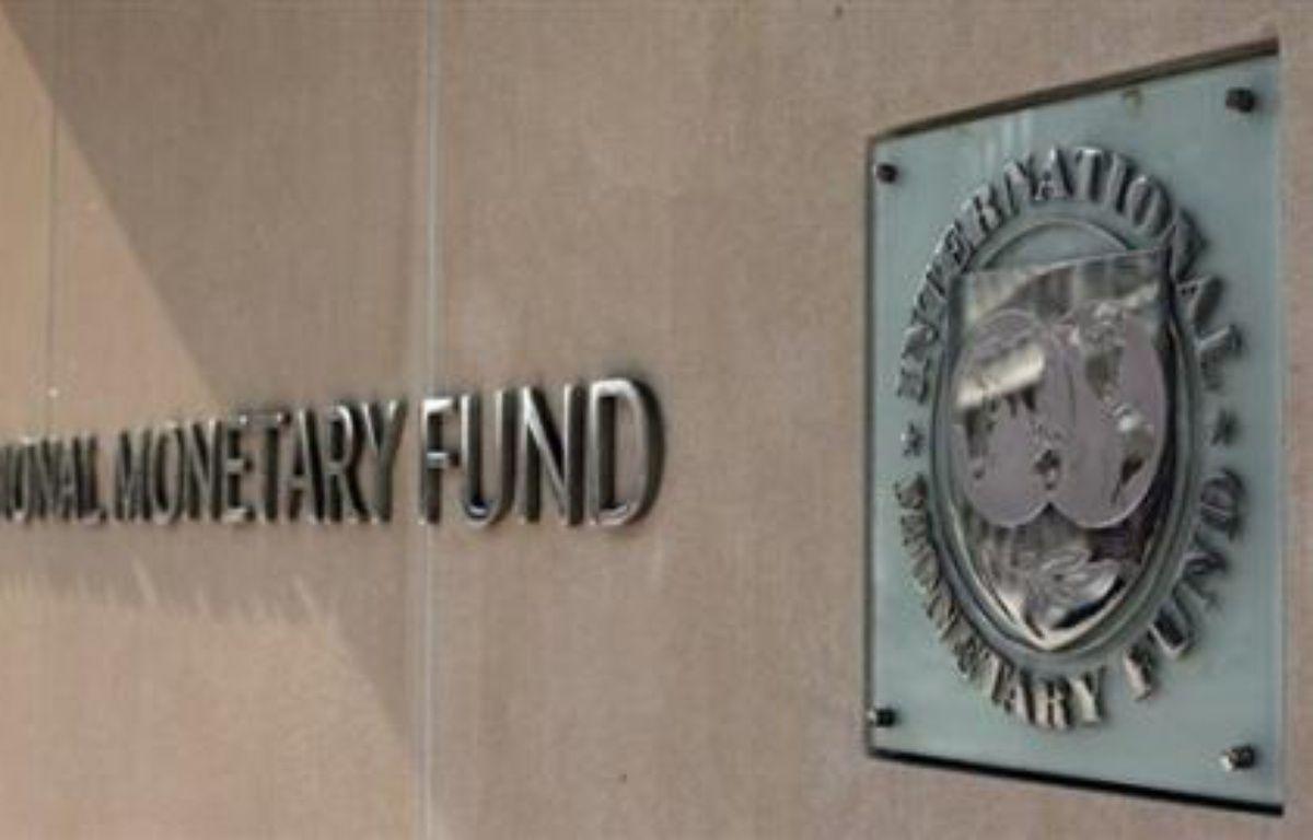 """Le Fonds monétaire international (FMI) a chiffré mardi à 945 milliards de dollars le coût de la crise actuelle pour le système financier mondial, dont 565 milliards générés par l'exposition des banques au secteur """"subprime"""" (prêts immobiliers à risque). – Tim Sloan AFP/archives"""