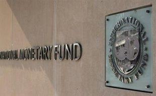"""Le Fonds monétaire international (FMI) a chiffré mardi à 945 milliards de dollars le coût de la crise actuelle pour le système financier mondial, dont 565 milliards générés par l'exposition des banques au secteur """"subprime"""" (prêts immobiliers à risque)."""