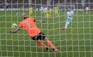 Le gardien de but nantais battu sur le penalty de Nolan Roux à la 14e.