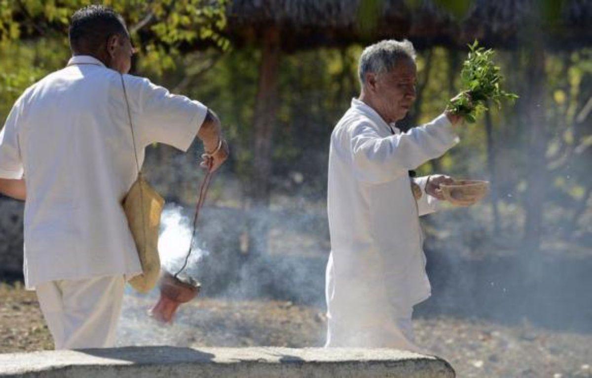 Les cérémonies marquant le début du changement de l'ère maya à l'issue d'un cycle de 5.200 ans, interprété par certains comme une prophétie de la fin du monde, ont débuté samedi soir au Mexique dans la presqu'île du Yutacan. – Luis Perez afp.com